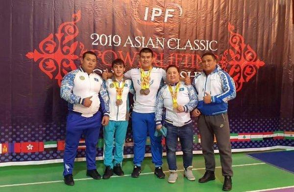 Девушка-пауэрлифтер из Актау взяла «золото» чемпионата Азии