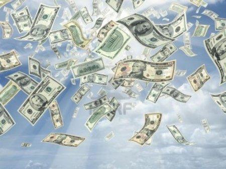 Ограбивший банк американец разбросал деньги на улице, пожелав хорошего Рождества