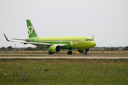 Стало известно о происходящем на борту севшего из-за угрозы взрыва самолета
