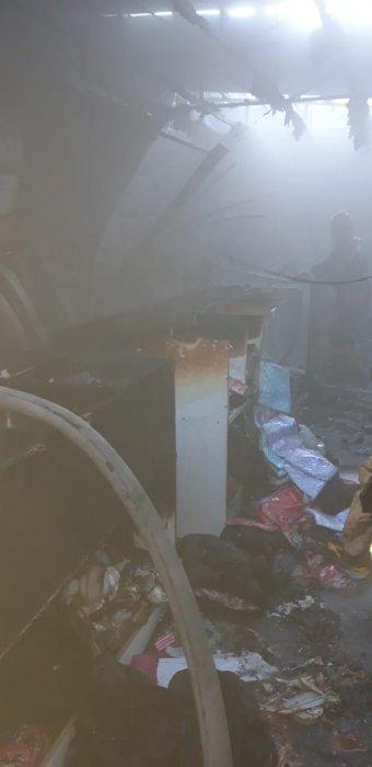 В Актау cгорел магазин одежды в 8А микрорайоне