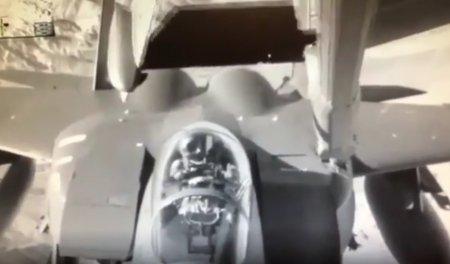 F-15 столкнулся в воздухе с самолетом-заправщиком