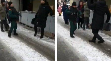 Нападение с ножом на алматинцев попало на видео
