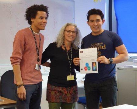 Преподаватель из Актау признан лучшим учителем по химии на международном конкурсе в Лондоне