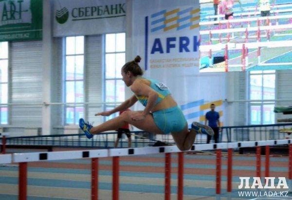 Легкоатлетка из Актау вернулась из декрета и выиграла «золото» на чемпионате страны