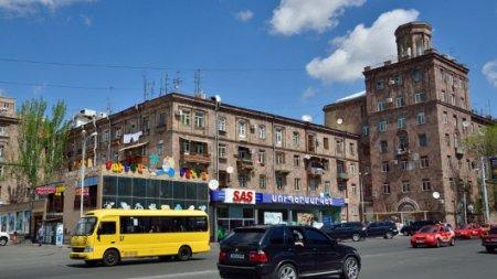 Казахстанцы из-за машин получают вид на жительство в Армении - МВД
