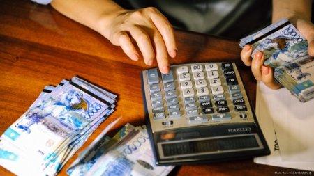 Беспроцентные займы родственникам выдавали владельцы обменников