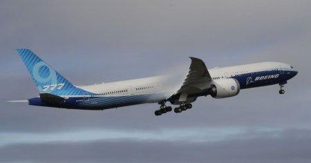 Новый самолет Boeing 777X совершил свой первый полет