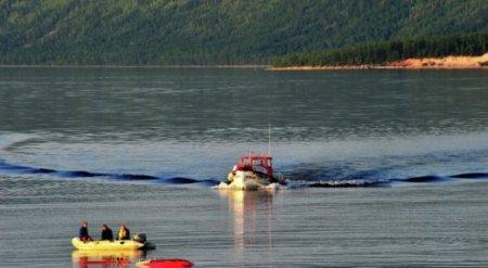 На дне глубочайшего озера на планете лежат 11 вагонов золота - СМИ