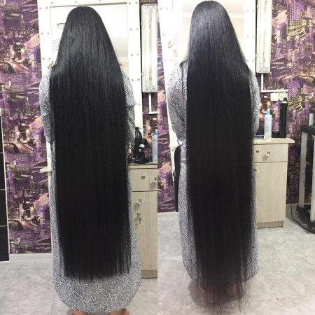 Жительница Жанаозена удивила пользователей Сети длиной своих волос