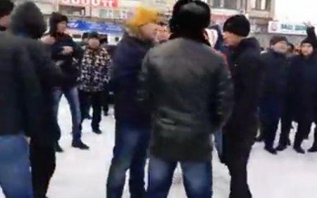 В Уральске автомобилисты требуют отставки министров и выхода из Таможенного союза (ПРЯМОЙ ЭФИР)