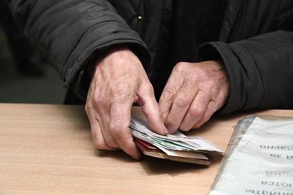 В России задолжавших зарплату предложили наказывать десятью годами тюрьмы
