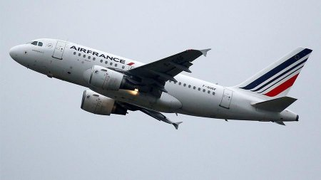 Вылет рейса из Парижа в Москву задержали из-за драки пилотов