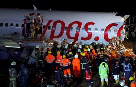 Два казахстанца пострадали при жесткой посадке самолета в Стамбуле