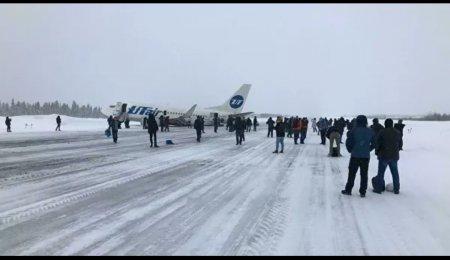 Пассажир снял на видео момент жесткой посадки самолета UTair в Усинске