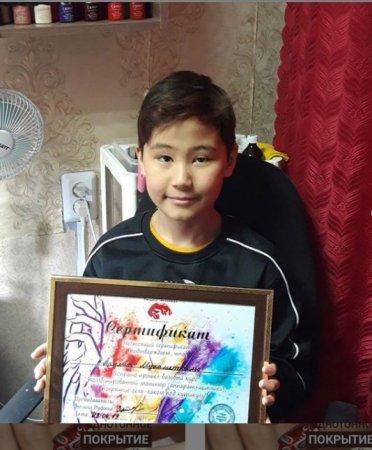 12-летнему маникюрщику собрали больше миллиона тенге на лечение брата