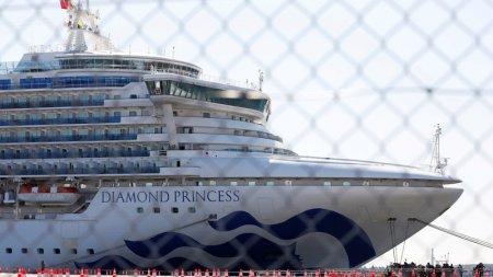 Казахстанцев не выпустили с карантинного лайнера в Японии