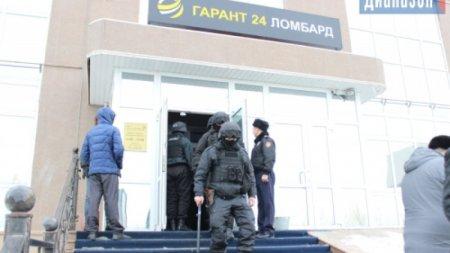 """Люди прямо плачут"": Как казахстанцы штурмовали офисы ""Гарант 24"""