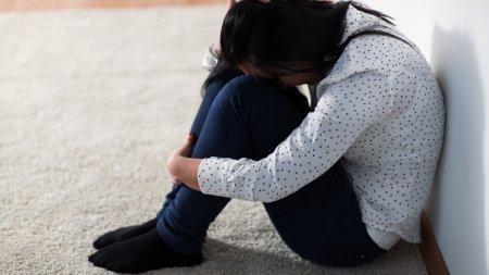19-летнюю учительницу изнасиловали возле школы в Павлодарской области