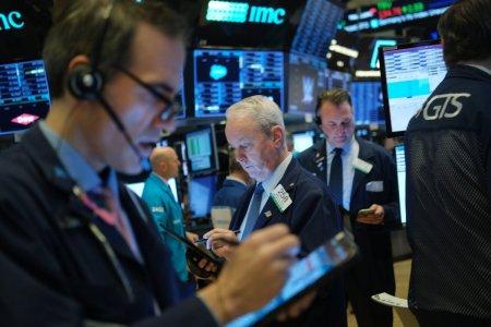 Мировые рынки валятся на рисках из-за коронавируса