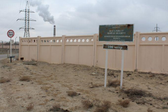 В Актау идёт незаконная прокладка нефтетрубопровода под железнодорожными путями