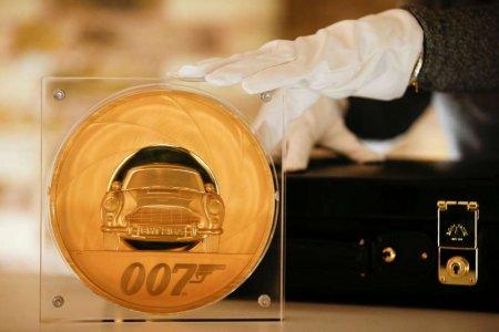 В Великобритании выпустили 7-килограммовую монету, посвящённую Джеймсу Бонду