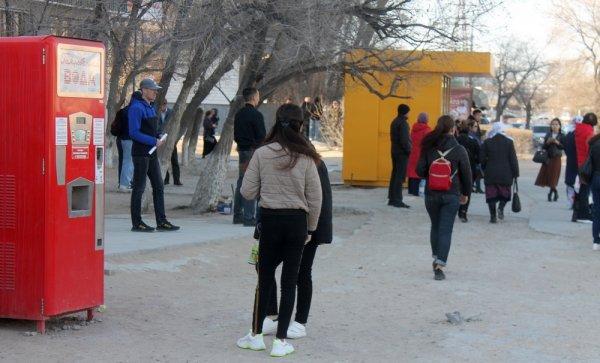 Горожане жалуются на отсутствие крытого павильона на остановке в Актау