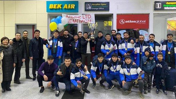 Футбольная команда из Актау стала золотым призёром первенства страны