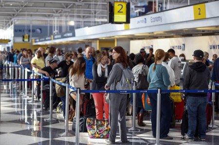 Пассажиров, летевших с заражёнными казахстанцами, отпустили после прилёта домой
