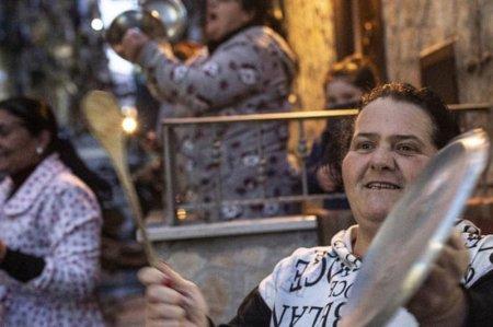 Не сдавайся: Как итальянцы борются с коронавирусом при помощи пения
