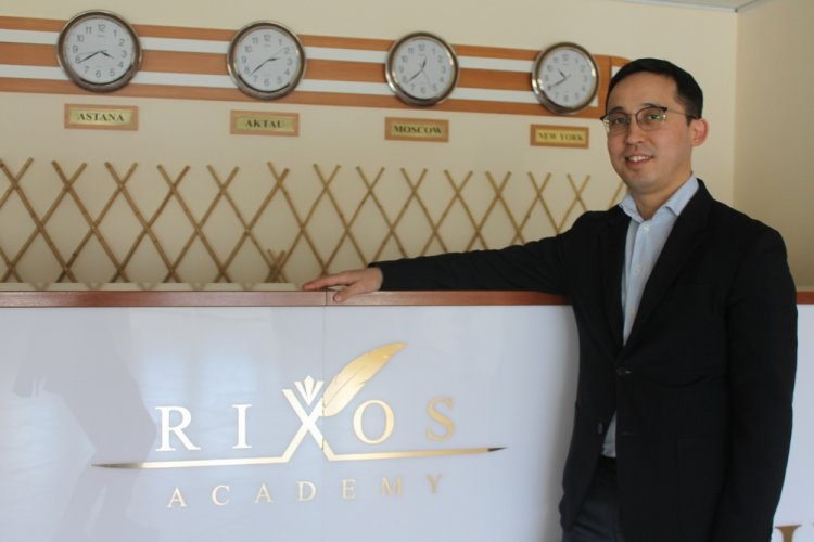 Путь к успеху: От помощника официанта до управляющего отелем «Rixos Aktau»