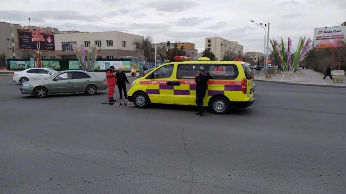 В Актау столкнулись карета «Скорой помощи» и автомобиль Toyota Prado
