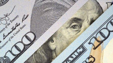 Курс доллара к тенге снизился по результатам торгов на KASE