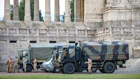 В Бергамо из-за большого числа умерших вывозить гробы начали военные