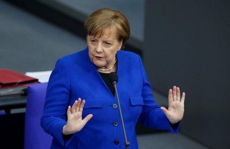 Меркель закрылась дома из-за контакта с зараженным коронавирусом врачом