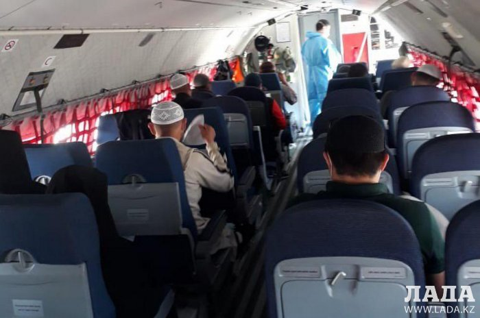 В Актау из Саудовской Аравии прибыли 33 казахстанца