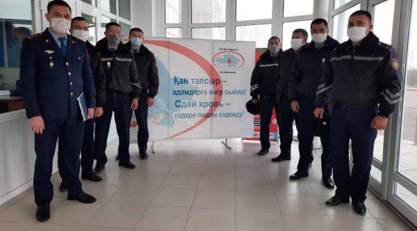 Полицейские стали донорами крови в Актау