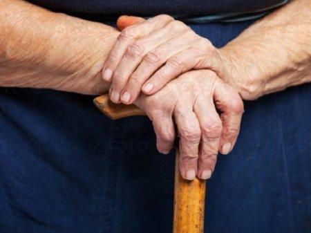 Казахстанцам старше 65 запретили выходить на улицу