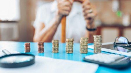 Назван срок выдачи повышенных пенсий и пособий