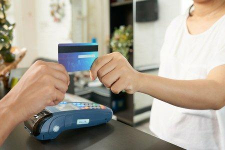 В Казахстане снизят комиссию за прием безналичных платежей
