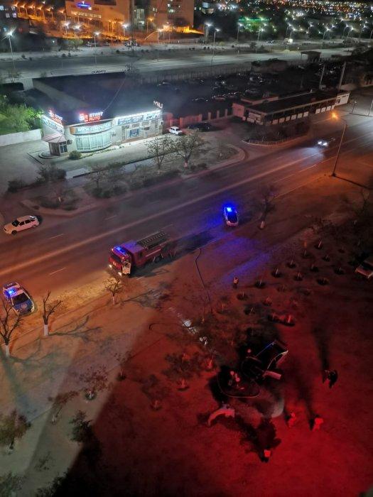 В 11 микрорайоне Актау сгорел автомобиль