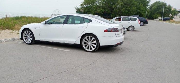 Первая Tesla появилась в Актау