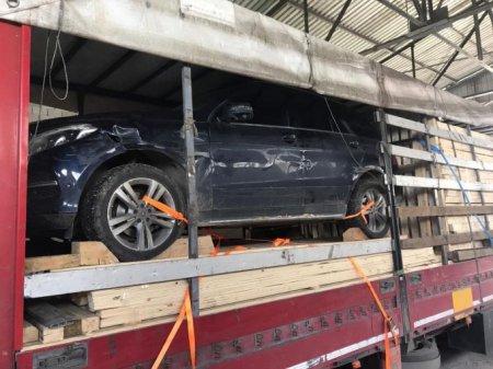 Пограничники просканировали фуру с деревом и нашли там угнанный Mercedes