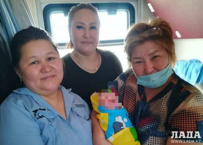 В поезде сообщением Актобе - Актау пассажирка родила сына