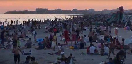 Коронавирусу вопреки! Скопление людей на одном из пляжей Актау