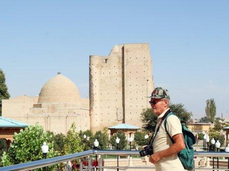 По 3000 долларов выплатят туристам, заразившимся коронавирусом в Узбекистане