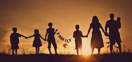 Семьи, воспитывающие больше семи детей, начнут получать повышенное пособие с 1 июля