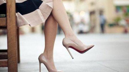 Врач назвал самую опасную летнюю обувь