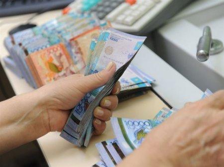 Зарплаты госслужащих в Казахстане выросли на 20%