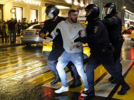Люди выкрикивали: «Путин - вор» - Массовые задержания в Москве