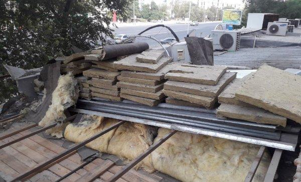 Жители в Актау жалуются на ремонт и открытие кафе в их доме